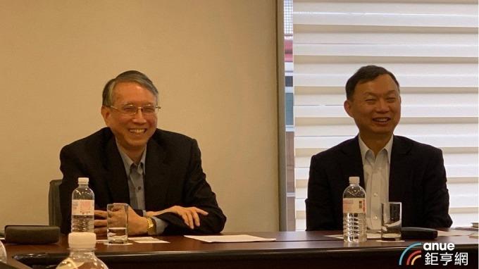 右起為永大總經理蔡鋒杰、經營管理處協理林東昇。(鉅亨網資料照)