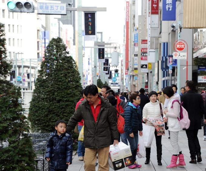 中國遊客在日消費力道減弱 (圖: AFP)