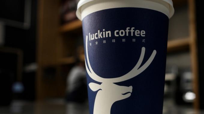 中國新創連鎖咖啡瑞幸宣布完成1.5億美元B+輪融資 (圖:AFP)