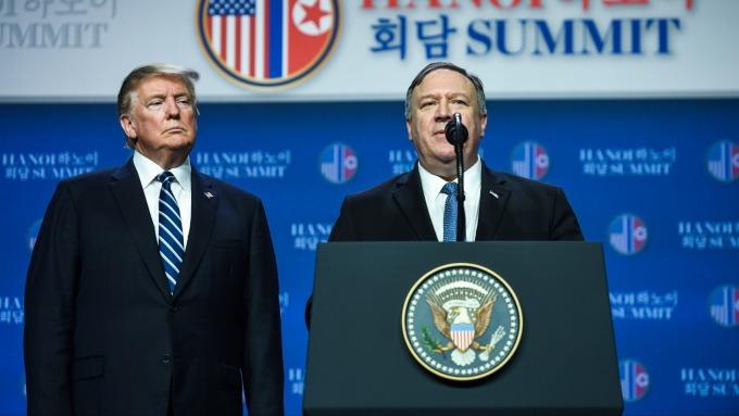 川普與龐培歐。(圖:AFP)