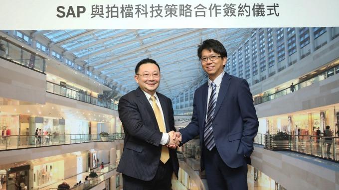 其陽新任董事長由李昌鴻(右)出任。(圖:佳世達提供)