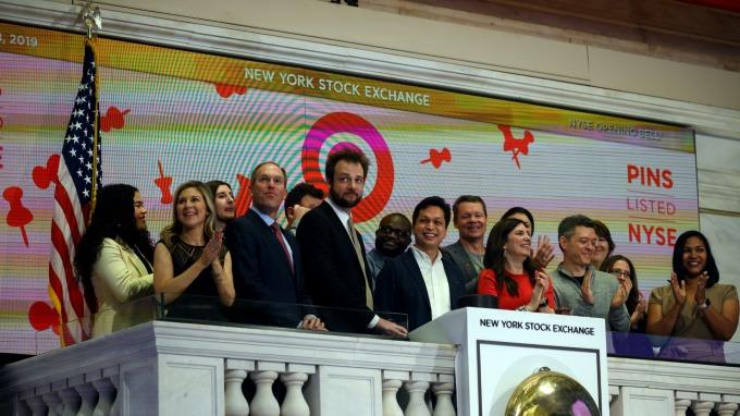 Pinterest 週四 IPO 掛牌上市,股價大漲 28.42%。(圖:AFP)