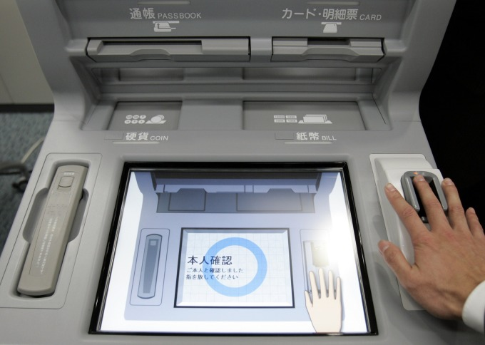 使用指靜脈技術的 ATM (圖: AFP)