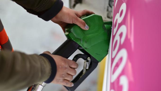 近期國際油價走高。(圖:AFP)