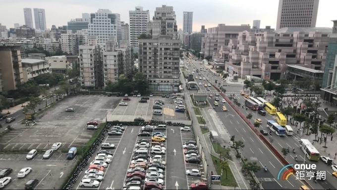 元利建設首度插旗信義計畫區,今以112.58億元標下D3街廓土地。(鉅亨網記者張欽發攝)