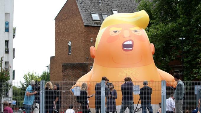 英國民眾去年製作Trump Baby,對川普表達抗議。(圖:AFP)