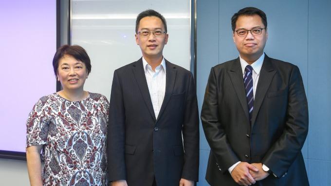 (左起)基優網Fundlover創辦人兼總主筆白富美、鉅亨買基金總經理張榮仁、富達資深經理吳孟達。(圖:鉅亨買基金提供)