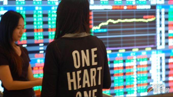 三大法人今買超台股8.03億元,偏愛聯電賣超面板股族群。(鉅亨網記者張欽發攝)