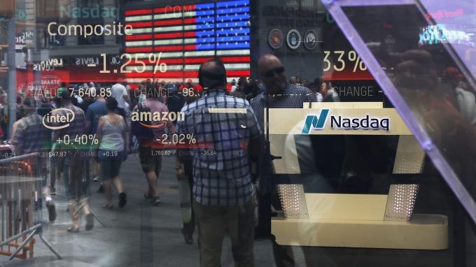 美股攀歷史高點,但富邦VIX卻出現溢價,引來證交所關切。(圖:AFP)