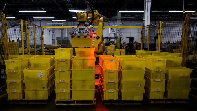 亞馬遜擬推一日送貨服務 其員工準備好了嗎?(圖:AFP)