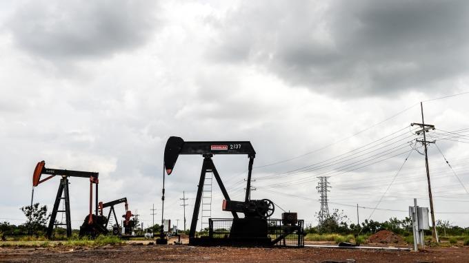 原油期貨中止4年來最長連漲 但技術面後勢依舊看好。(圖:AFP)