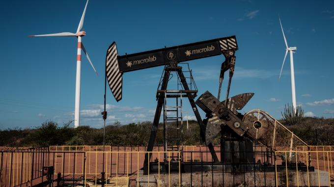 美國原油庫存意外大增。(圖:AFP)
