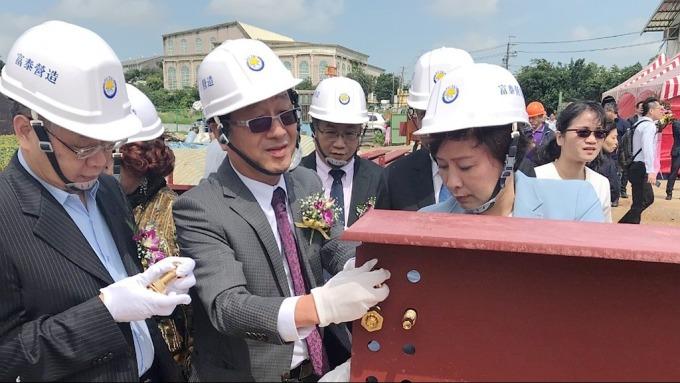 廣運董事長謝清福(左二)。(圖:廣運提供)