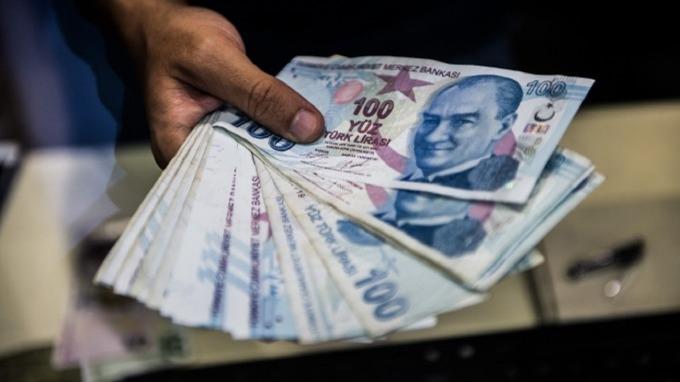 土耳其里拉崩跌使得債務違約風險拉高。(圖:AFP)