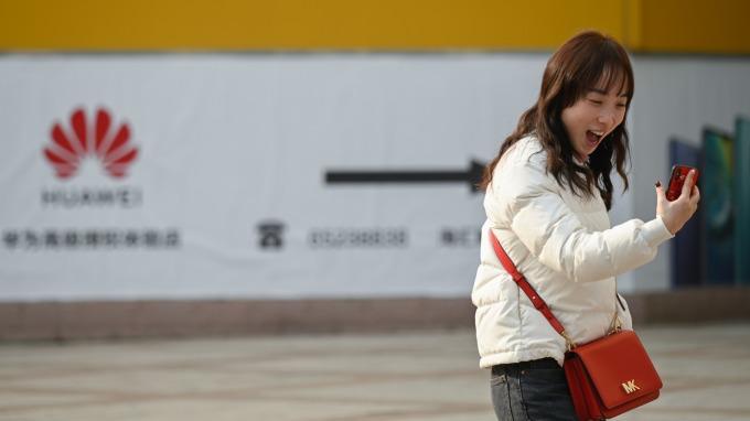 中國智慧型手機市場有復甦跡象。(圖片:AFP)