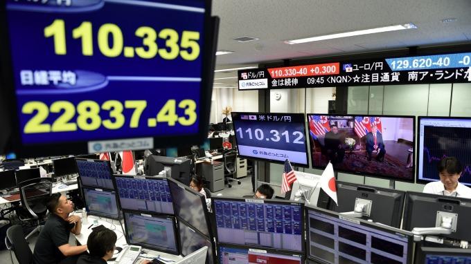 10日匯市,日圓堅守1美元兌換110日圓水準 (資料照片) (圖片:AFP)