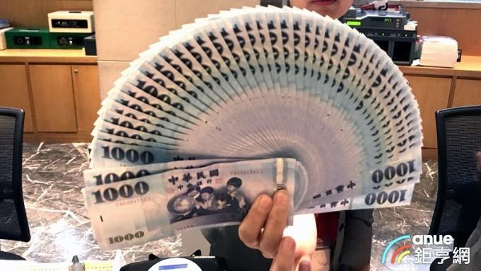 台幣午盤過後重貶1.24角至31.082元。(鉅亨網資料照)