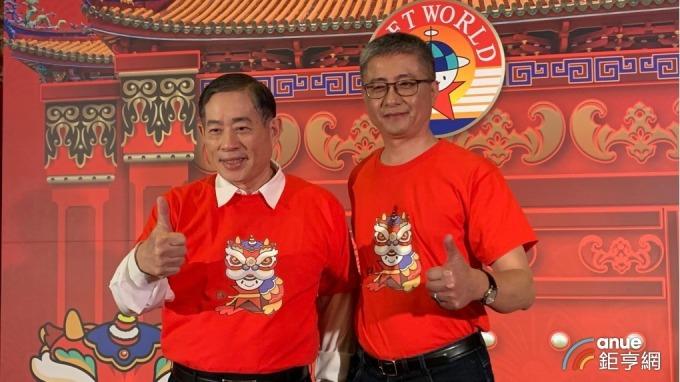 左起為智冠董事長王俊博、智冠集團財管中心總經理鍾興博。(鉅亨網資料照)