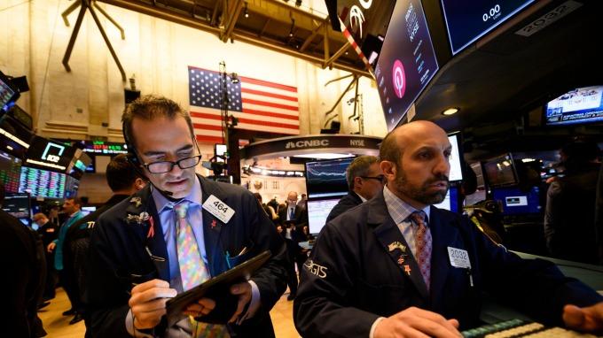 華爾街投資者們紛紛逃向避險天堂與加密世界。(圖片:AFP)