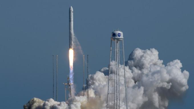 川普要求國會增加撥款以加速美國太空人重登月球(圖片:AFP)
