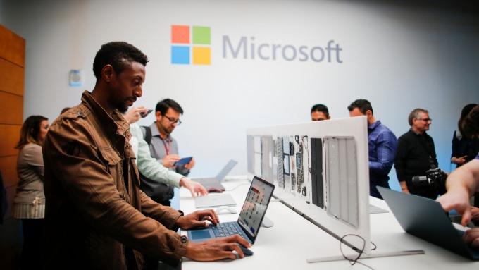 微軟:Windows 10升級帶動銷售成長 而且這個進程才走到一半。(圖:AFP)