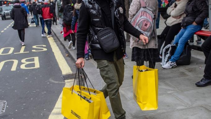(圖片:AFP) 美國4月零售銷售下降0.2%