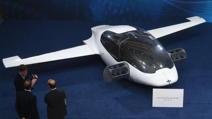 Lilium於日前完成五人座原型機首次飛行 (圖為二人座原型機) (圖片:AFP)