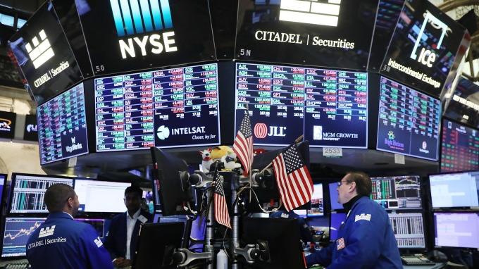 聯準會何時降息? 全球基金經理人:S&P500至少再跌17%才有可能。(圖:AFP)