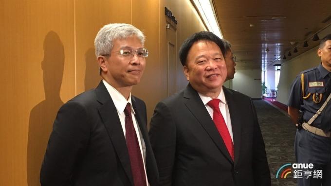 TPK宸鴻董事長江朝瑞(右)、總經理謝立群(左)。 (鉅亨網記者劉韋廷攝)