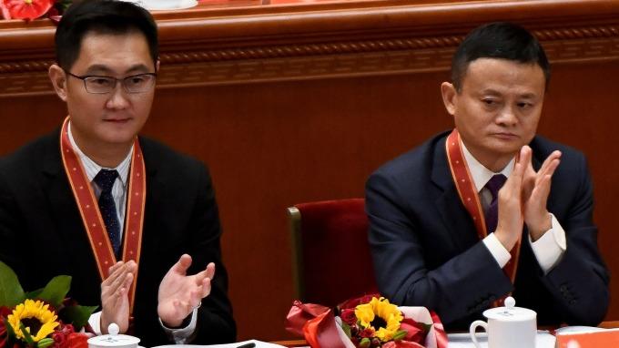 騰訊董事會主席兼首席執行官馬化騰(左)和阿里巴巴主席馬雲。(圖片:AFP)