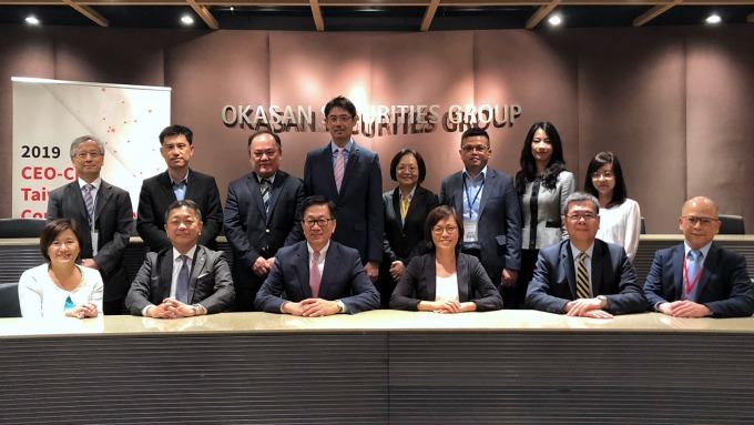 元富證券總經理李明輝(前排左三)和七家台灣企業代表合影。(圖:元富證提供)