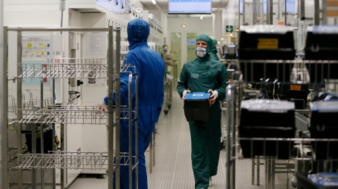 晶片股原已備受煎熬 美國對華為禁令更是雪上加霜。(圖:AFP)