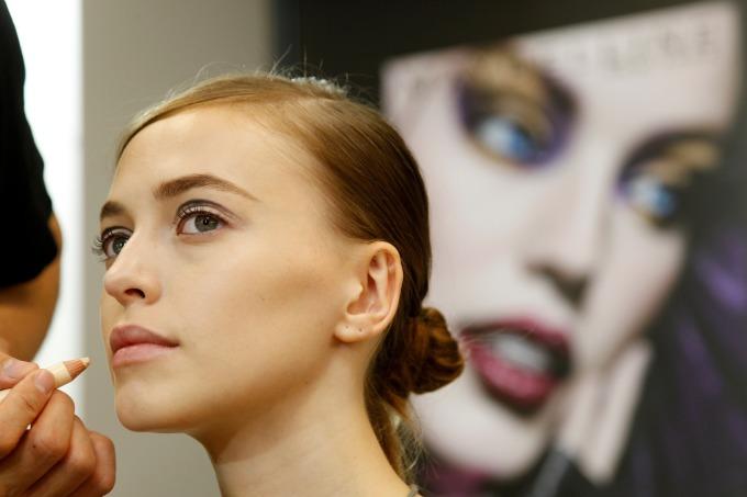 FACE LOG 會提供使用者美妝上的建議 (圖片:AFP)