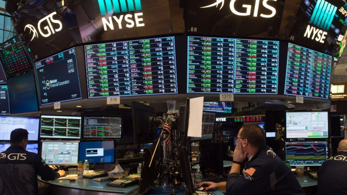 (圖片:AFP) 美國股市中場下跌