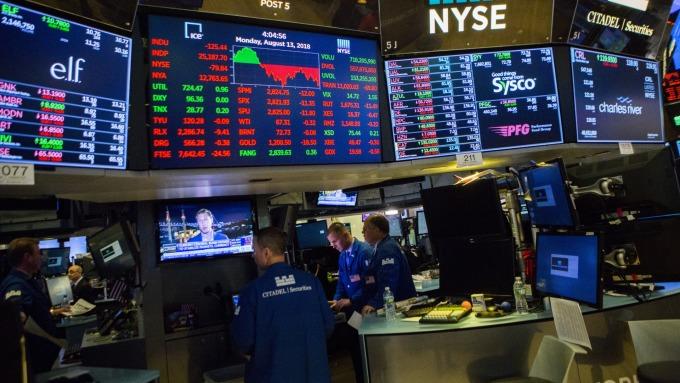 追蹤買進對沖基金熱門持股 往往能夠打敗大盤。(圖:AFP)