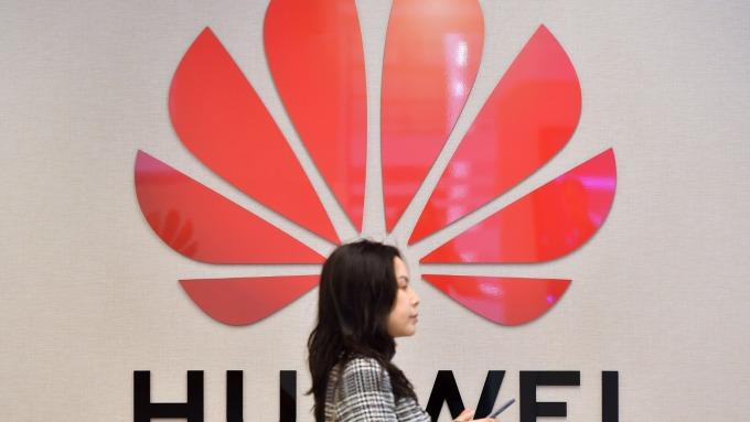 日本三大行動電話公司,將延後華為新機上市日期。 (圖片:AFP)