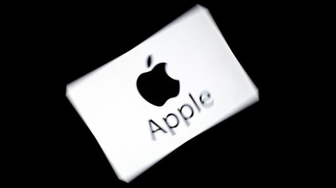 手機需求放緩+貿易戰+華為效應 瑞銀調降蘋果目標價。(圖:AFP)