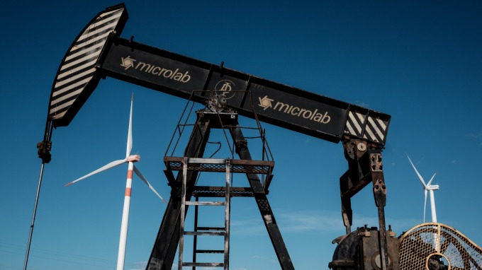 國際油價大跌。(圖片:AFP)