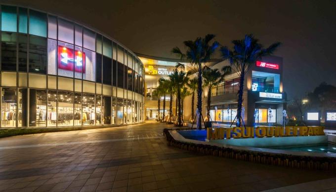三井購物中心鄰近「奇幻莊園」是假日休憩好去處。
