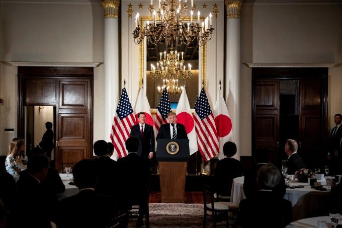 川普在 25 日晚間,與日本經濟領袖們進行晚餐會。(圖片:AFP)