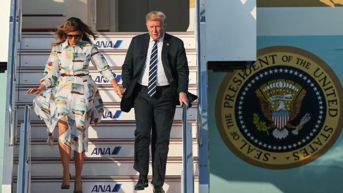 川普於25日抵達日本東京,將進行四天的訪日行程。(圖片:AFP)