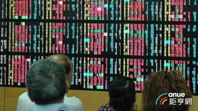 外資上周從台積電和鴻海共提走近280億元。(鉅亨網資料照)