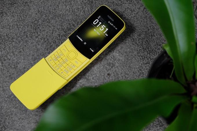 2018 年 Nokia 重新推出 8110 掀蓋手機 圖片來源 Shutterstock