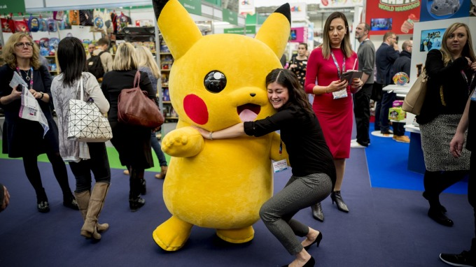 任天堂堆出 Pokémon GO Plus + (圖片:AFP)