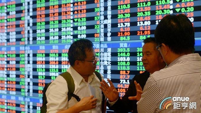 外資在台股連17個交易日賣超,5月來賣超金額已高達1470億元。(鉅亨網記者張欽發攝)