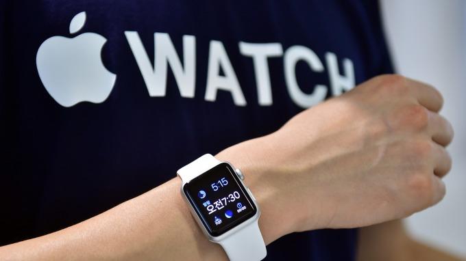 今年Apple Watch可望採用日本JDI面版。(圖片:AFP)