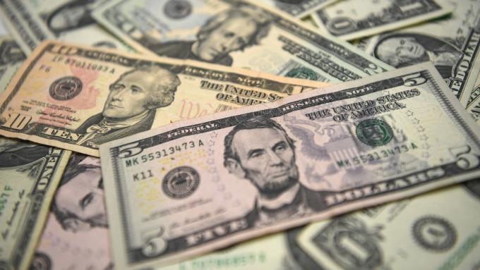 〈每週CFTC報告〉投機者加持美元多單 看跌英鎊(圖片:AFP)