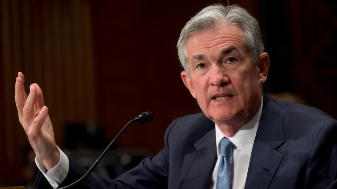 Fed主席鮑爾暗示可能採取降息措施。(圖片:AFP)
