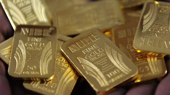 貴金屬盤後─ADP報告透露就業轉弱 黃金收高4.90美元 (圖片:AFP)