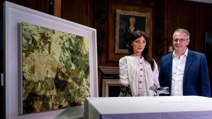 〈鉅亨看世界〉Ai-Da 來自未來的藝術家。(圖片:AFP)